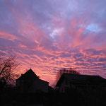 magnifique lever de soleil avec vue sur le jardin
