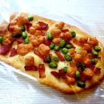 おつまみ インスタ映え狙いました!ナン生地に枝豆・ベーコン・チーズをトッピング
