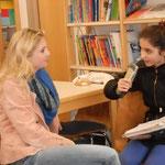 Frau Adler beim Interview