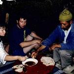 Honig-Essen bei einer Berberfamilie