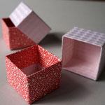 貼り紙に和紙と千代紙を使った手加工の貼り箱の小箱