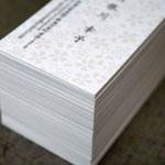シルク印刷と活版印刷を併用して作製した鳥の子紙の名刺