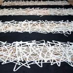 商業空間を演出するための手漉き襖紙の新商品「彩襖(さいおう)」(黒と白のストライプ柄)