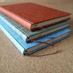 表紙と中身に和紙を使った上製本ノートは丸背の手製本
