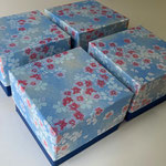 令和最初に作製した貼箱はスイス向けに発送した千代紙と鳥の子紙のツートンカラーの小箱