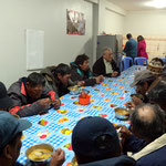 Die Obachlosen beim Abendessen