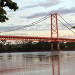 Die neue Brücke über den Fluss Madre de Dios