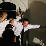 """Room Service 10"" - Raum: Flugsimulator im Kunsthaus Rhenania Köln - Rolle: Flugbegleiter (Foto: X 2009), mit Isabell Brenner"