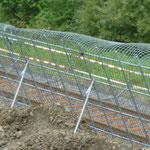 KBE Grün G: Detailfoto Stahlgitterwinkel mit Erosionsschutzmatte