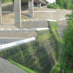 A45 bei Hagen, Kranstellflächen Talbrücke Kattenohl,  beginnende Begrünung