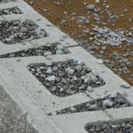 Stützwand KBE Beton: Betonsteine Allan Block mit integrierter Dränage