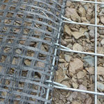 kraftschlüssige und geprüfte Ankopplung Geogitter an Stahl-Frontelemente