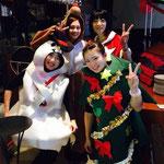 スタッフもクリスマスコスプレでお客様をお迎えしました。