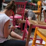 Atelier mobilier, les jeunes mettent en peinture