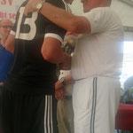 Auch Henner Auffahrt gratulierte dem FSV Schröck zum gewonnen Turnier