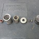 Alle Bauteile des Ventieltriebs mal auf einem Bild.