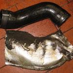 Ladedruckschlauch mit Hitzeschutz starrten vor Dreck und Öl...
