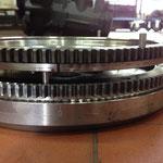 Der Versatz der Stahlstifte zur Arretierung der Druckplatte.