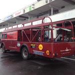 alter Rennwagentransporter