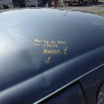 """Grins!! Wer´s glaubt... Wobei: wenn´s so ist, hatte der Fahrer dann etwa """"Parkplatz-Sex"""" mit Chuck?!? Hm, reine Spekulation...! ;D"""