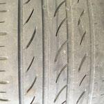 Jepp, die waren restlos fertig... aufgrund des negativ eingestellten Sturzes laufen die Reifen leicht ungleichmäßig ab...