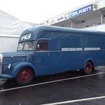 Noch ein historischer Rennwagentransporter...