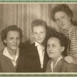 Lotte, Harald, Mutti und Helga 1955