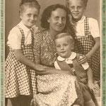 Helga, Mutti, Lotte und Harald 23.08.1949