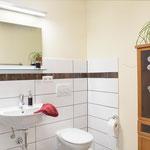 Bad mit Dusche und WC EG