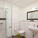 zweites Bad mit Dusche und WC OG