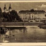 Chateau du Prince de Fürstenberg avec un bassin d' eau qui n' existe plus.