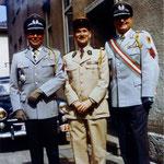 A gauche, le Prince de Fürstenberg, colonel de réserve dans la Bundeswehr et caporal d' honneur du 110° R.I.