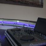 DJ-Pult und mobile Theke