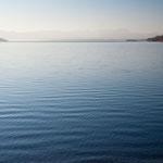 Der Starnberger See an einem sonnigen Wintermorgen