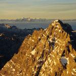 Die Watzmann-Südspitze und der obere Teil der Watzmann-Ostwand im Morgenlicht