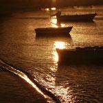 Goldenes Abendlicht kurz vor einem Regenguss in Pollonia, Milos