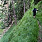 Querung eines Steilhangs in den Ammergauer Alpen