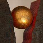Objekt Buche schwarz mit Goldkugel