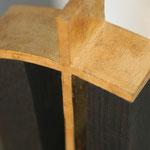 Objekt Buche schwarz mit Kreuz
