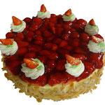 Diplomat-Torte mit Erdbeeren