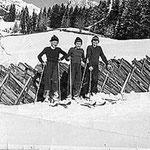 Herbert's Bruder Rochus mit Freunden beim Skifahren