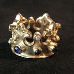 Ring No. RGE001, 750 Gelbgold mit Brillanten und Safiren