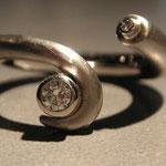 Ring RUS 010, 585/190 Palladiumweissgold mit 2 Brillanten