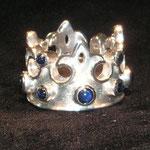 Ring No. RGE001, Silber mit blauen Safircabouchons