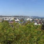 長谷寺から由比ガ浜、今日は風があるので多くの帆が行き交っていた。