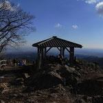 日の出山山頂 天気は良かったが富士山は見えず残念