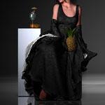 Die Welt der figitalen Mode auf der Aachener Kunstroute 2016, Sitzende in Kleid