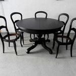Table et chaises laque noire mate satin