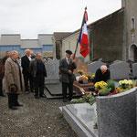 Dépôts de fleurs sur les tombes des Anciens Combattants décédés en 2013