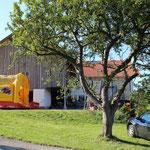 Ferienhof mit Apfelbaum
